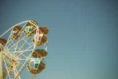 Pariserhjul över den blåa skyen Royaltyfri Foto