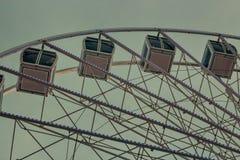 Pariserhjul i Lissabon på skymning arkivfoton