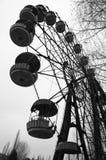 Pariserhjul i nöjesfält i död övergiven spökstad av Pripyat, Tjernobyl uteslutandezon, Ukraina royaltyfri fotografi