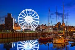 Pariserhjul i stadsmitten av Gdansk på natten Royaltyfria Foton