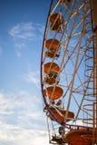 Pariserhjul mot himlen royaltyfri bild