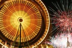 Pariserhjul och fyrverkerier royaltyfri foto