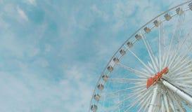 Pariserhjul och himmel Arkivbild