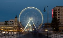 Pariserhjul på den Adelaide stranden royaltyfri fotografi