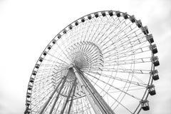 Pariserhjul på den globala byn dubai royaltyfri foto