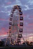 Pariserhjul på nöjesfältet Arkivbilder
