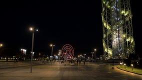 Pariserhjul på natten i staden Batumi, Georgia stock video