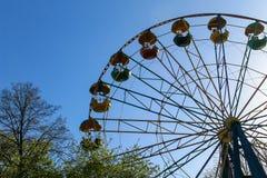 Pariserhjulen i en stad parkerar Royaltyfri Fotografi
