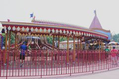 Pariserhjullek i Disneyland, Hong Kong - 20 September, 2014 arkivfoton