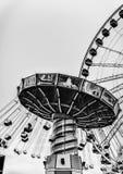 Pariserhjulnöjesfält på natten Arkivfoto