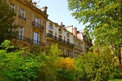 Parisian lägenheter Royaltyfria Foton