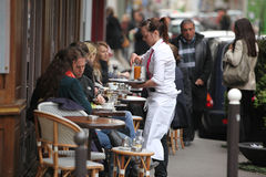 Parisians and tourist enjoy eat and drinks in Stock Photography
