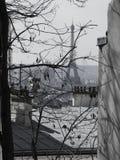 Parisisk vinter - Eiffeltorn från Montmartre Arkivbilder