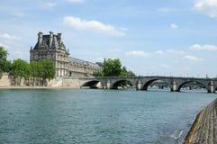 Parisiska broar Arkivfoton