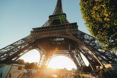 ParisView av Eiffeltorn på solnedgången Fotografering för Bildbyråer