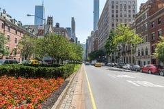 Park Avenue que hace frente al edificio de MetLife Foto de archivo