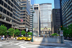 Park Avenue - Właśnie południe Uroczysty Środkowy Terminal w Miasto Nowy Jork, NY usa zdjęcia stock