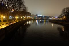 Park bij nacht Lichte lantaarns royalty-vrije stock fotografie