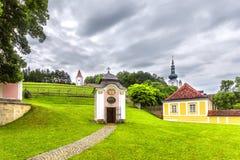 Park in der Abtei des heiligen Kreuzes in Österreich Stockfotografie