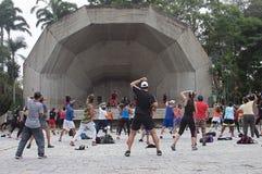 Park der Tanztherapie öffentlich in Caracas stockfotos