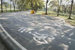 Park des Fahrradweg-Zeichens öffentlich Stockfoto