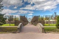 Park des Gehwegs im Frühjahr Lizenzfreie Stockbilder