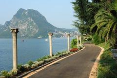 Park des Landhauses Heleneum auf See Lugano stockfotos