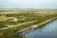 Park durch den Fluss Stockbilder