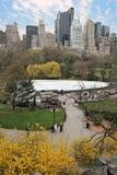 Park in een grote stad stock fotografie