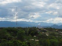 Park en hemel op hoogste heuvel dichtbij elektrische centrale en mijn Royalty-vrije Stock Foto's