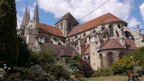 Park en kathedraal buiten in Lisieux, Normandië Frankrijk stock footage