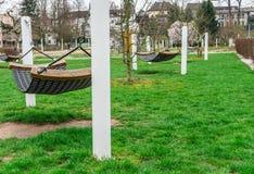 Park, hamaki publicznie uprawia ogródek, relaksuje, i odtwarzanie fotografia stock