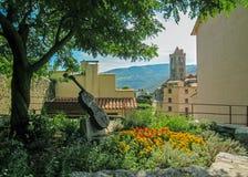 Park herein im Prats-De-Mollo-La-Preste, Pyrenäen-Orientales, Occitanie, Süd-Frankreich lizenzfreie stockbilder