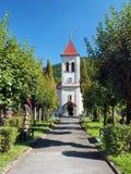Park i kościół w Oravsky Podzamok obrazy royalty free