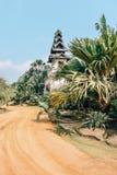 Park met voorgestelde bomen in de tropische Botanische tuin van Nong Nooch dichtbij Pattaya-stad in Thailand royalty-vrije stock foto