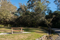 Park mit blauem Himmel Stockfotos