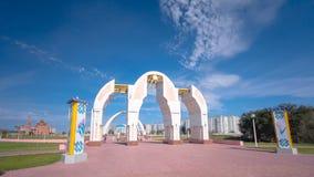 Park na de Eerste President van de Republiek Kazachstan in de stad van Aktobe wordt genoemd die timelapse hyperlapse stock videobeelden