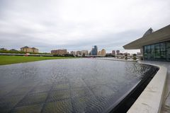 Park nahe Heydar Aliyev Center Lizenzfreies Stockbild