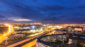 Park namngav efter den första presidenten av Republikenet Kazakstan i staden av den Aktobe dagen till natttimelapse västra arkivfilmer