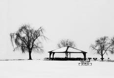 Park-Pavillon im Schnee Stockfoto