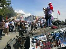 Park-Proteste und Ereignisse Taksim Gezi Taksim-Quadrat brannte einen Pol Stockfotos