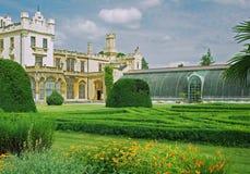 Park am Schloss Lednice.Hothouse Lizenzfreies Stockfoto