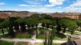 Park sosny blisko anioła kasztelu w Rzym zbiory wideo