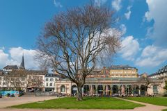Park and tree in front of Cafe del Sol Wiesbaden. Ate Kochbrunnenplatz, Hessen, Germany stock photography