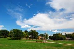 Park und drastischer Himmel Lizenzfreies Stockbild