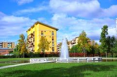 Park und Wohnblöcke Stockfoto