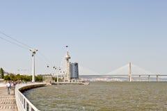 Park van Naties en Vasco da Gama-brug in Lissabon Stock Foto's
