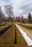 Park vor dem Schloss Hluboka nad Vltavou. Tschechische Republik stockfotografie