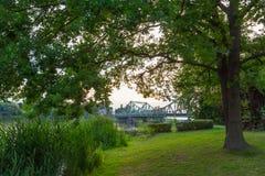 Park z mostem Obrazy Royalty Free