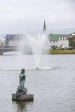 Park z stawem w środku Reykjavik, Iceland obraz royalty free